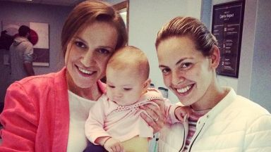 """Дария с бебето си от """"Откраднат живот"""": Познайте коя е истинската майка"""
