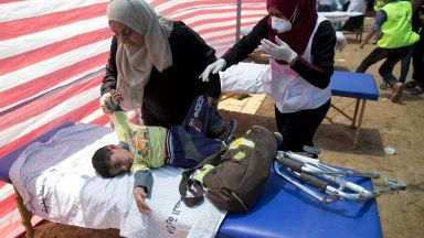 Поне 58 убити и 2770 ранени при размириците в ивицата Газа