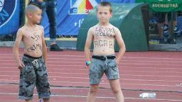 """БФС глоби с 37 500 лв. """"Левски"""" за изрисуваните със свастики деца"""