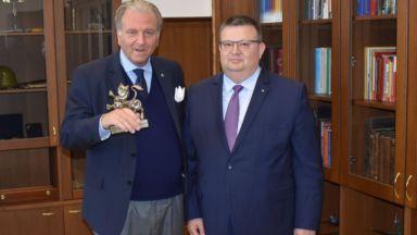 Цацаров благодари на италианския адвокат на Сергей Антонов