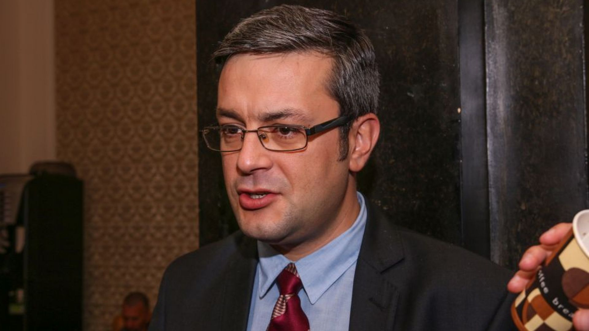 ГЕРБ: Правителството защитава българските превозвачи