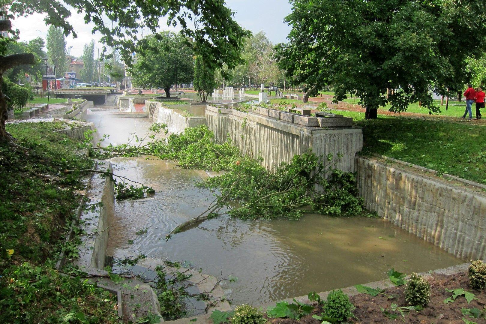 Бурята е ударила Плевен около 17 часа
