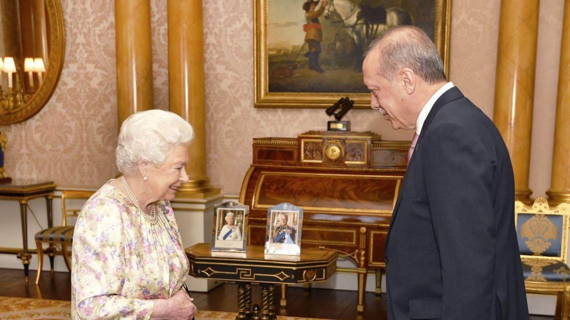Ердоган се срещна с кралица Елизабет Втора (снимки)