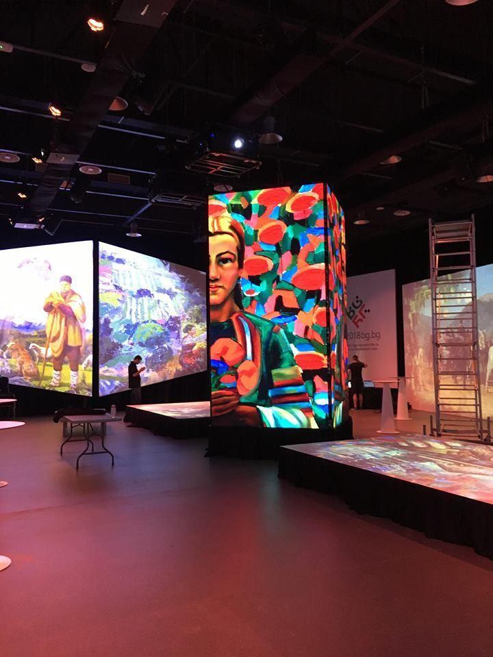 В обособено помещениеима 3D мапинг шоу, в което са включени експозиции на български художници