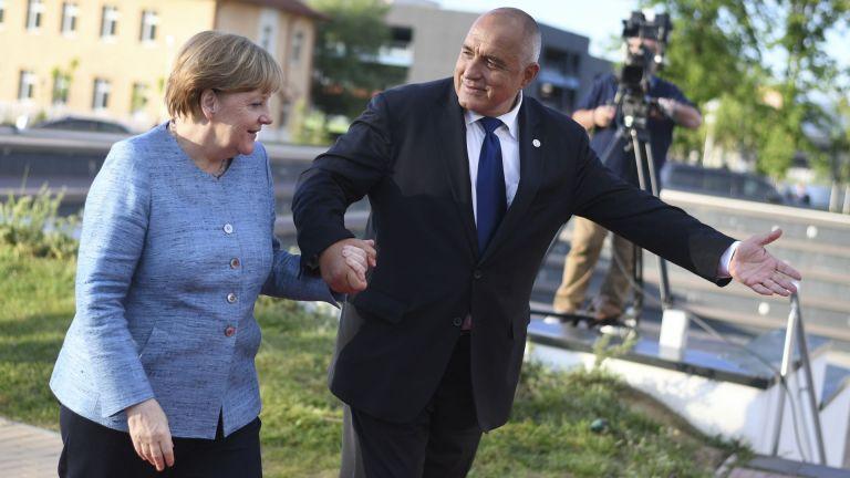 Борисов и още 7 евролидери се събират на пожар заради бежанците