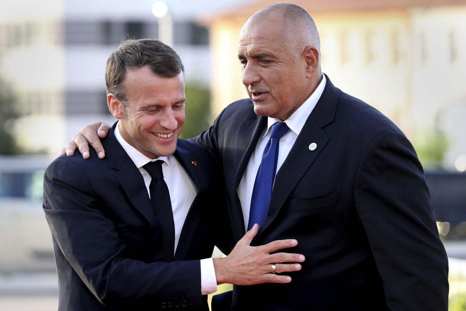 Прегръдка между Макрон и Борисов на среща на лидерите на ЕС