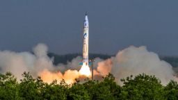 Китай изстреля първата си частна ракета