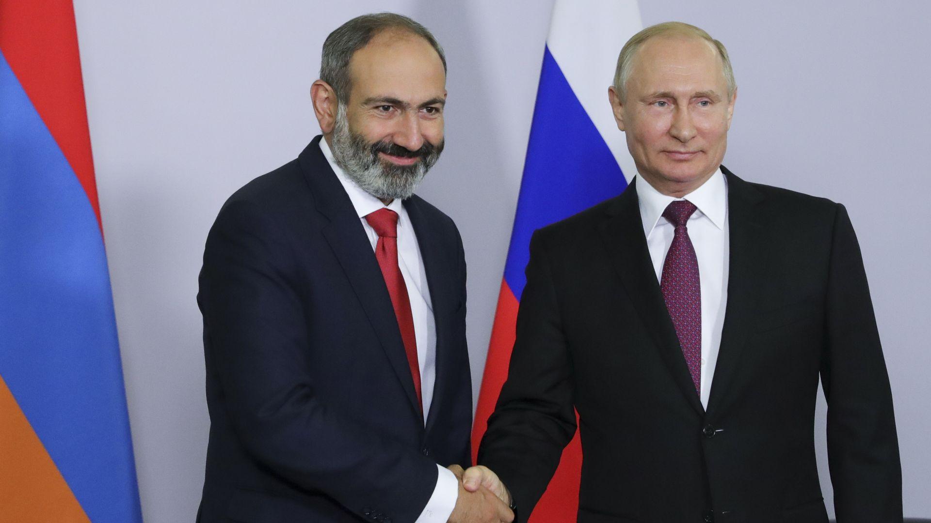 Двете послания на Пашинян към Путин - оръжия и пари