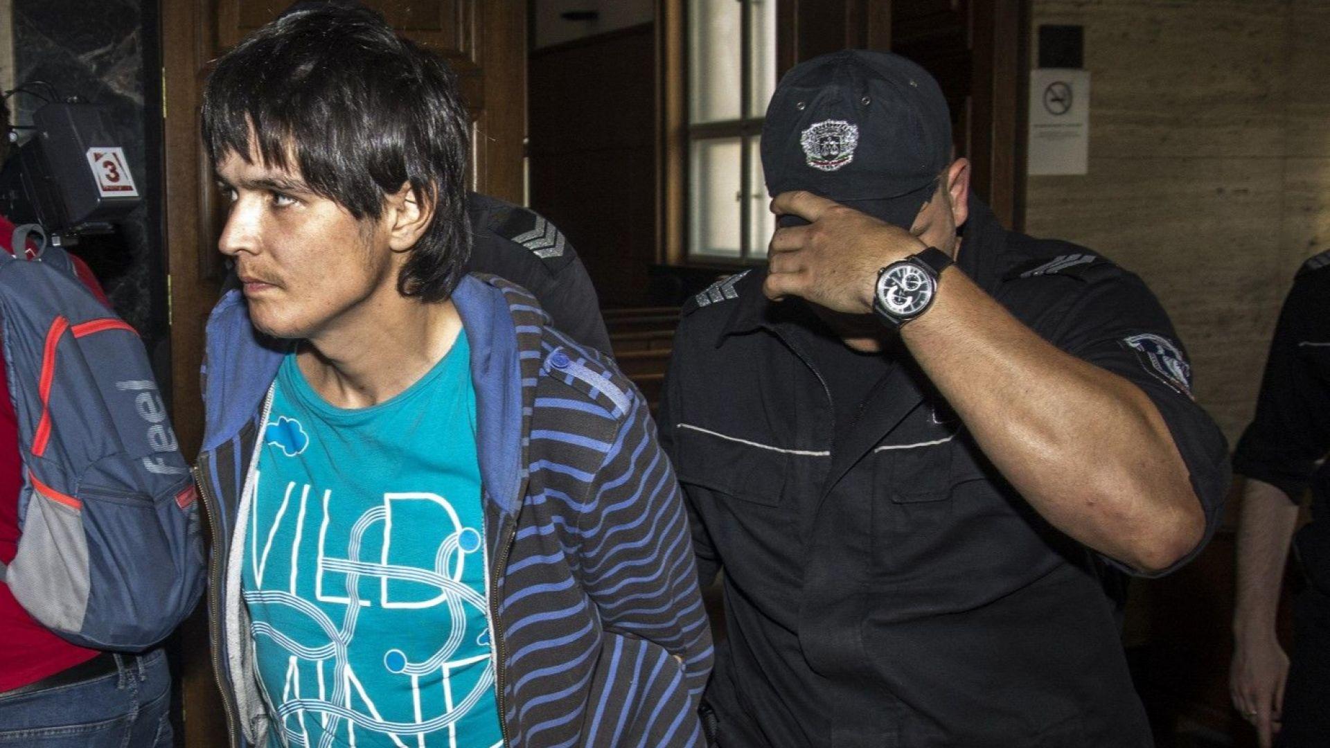 Съдът остави в ареста мъжа, наръгал момче в тролей