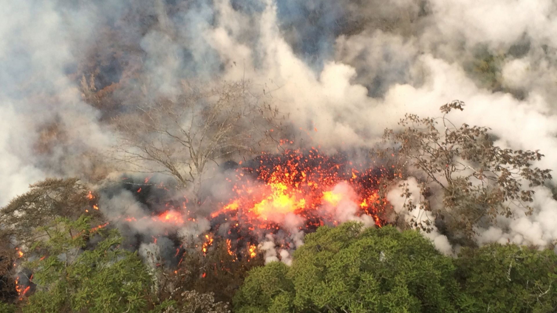 """""""Истинска експлозия"""" на вулкана Килауеа (снимки)"""