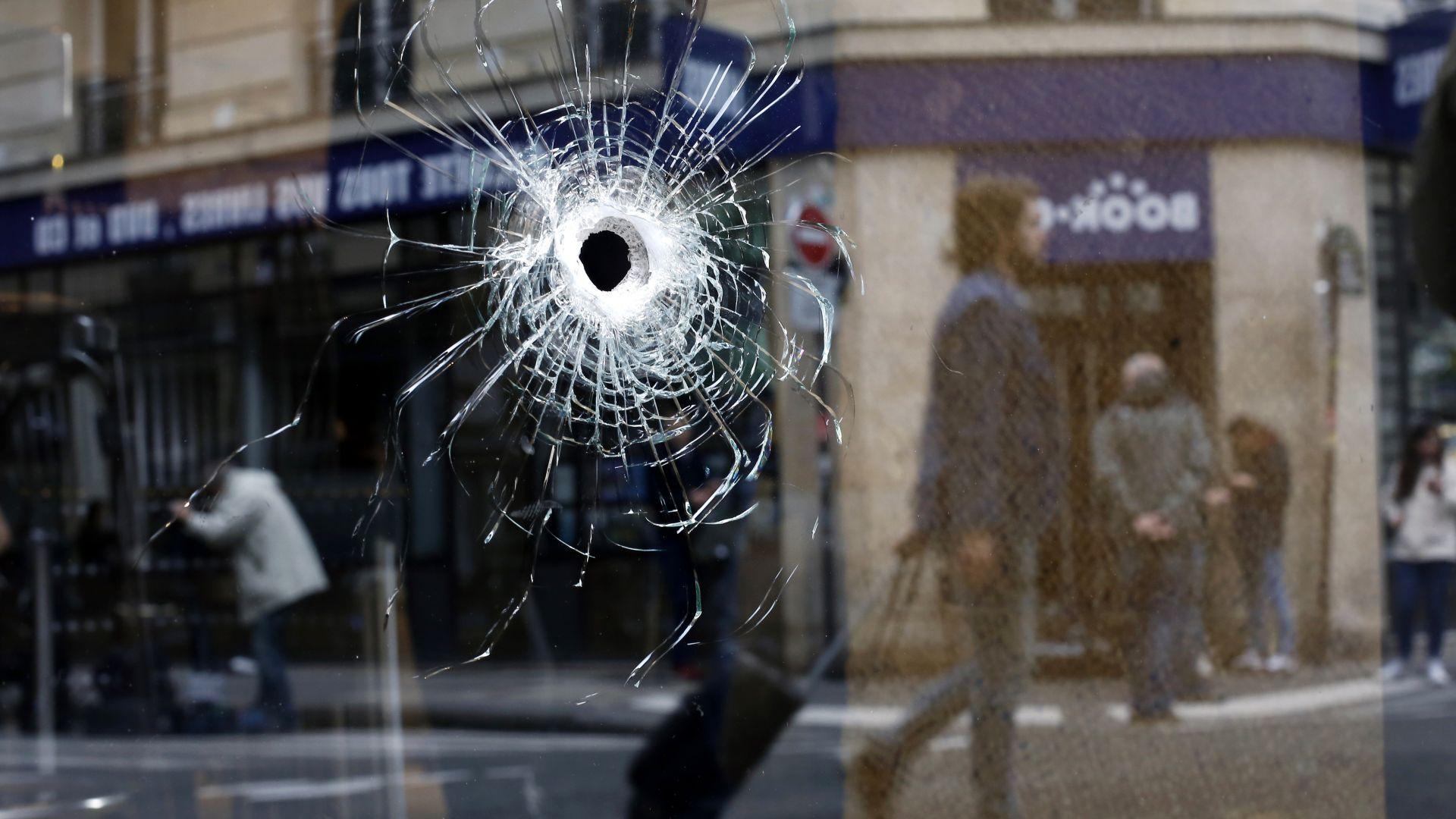 Две жени са задържани за нападението с нож в Париж
