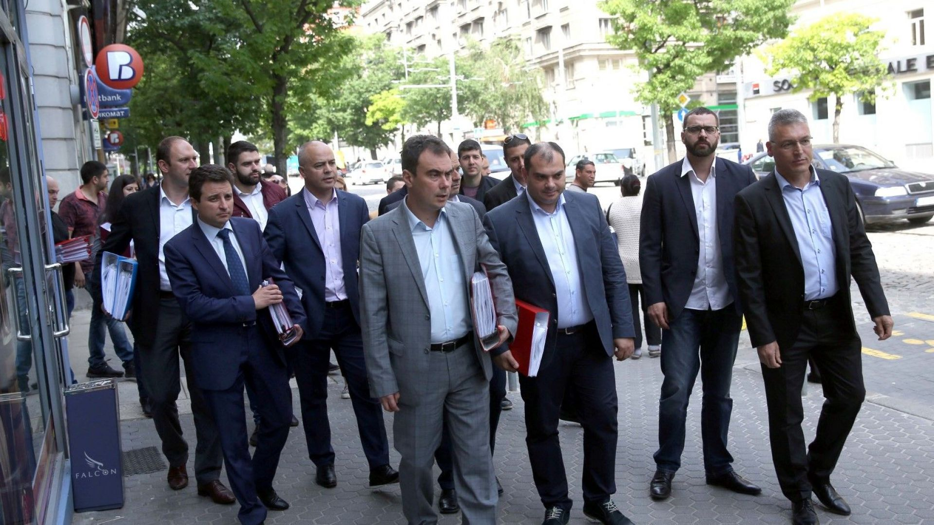 Бойчев: Внесохме 200 000 подписа за спиране на сделката за ЧЕЗ