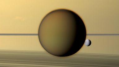 Титан се отдалечава от Сатурн с бързи темпове
