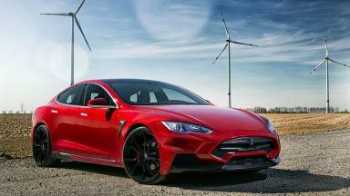 Проста джаджа лъже автопилота на Tesla