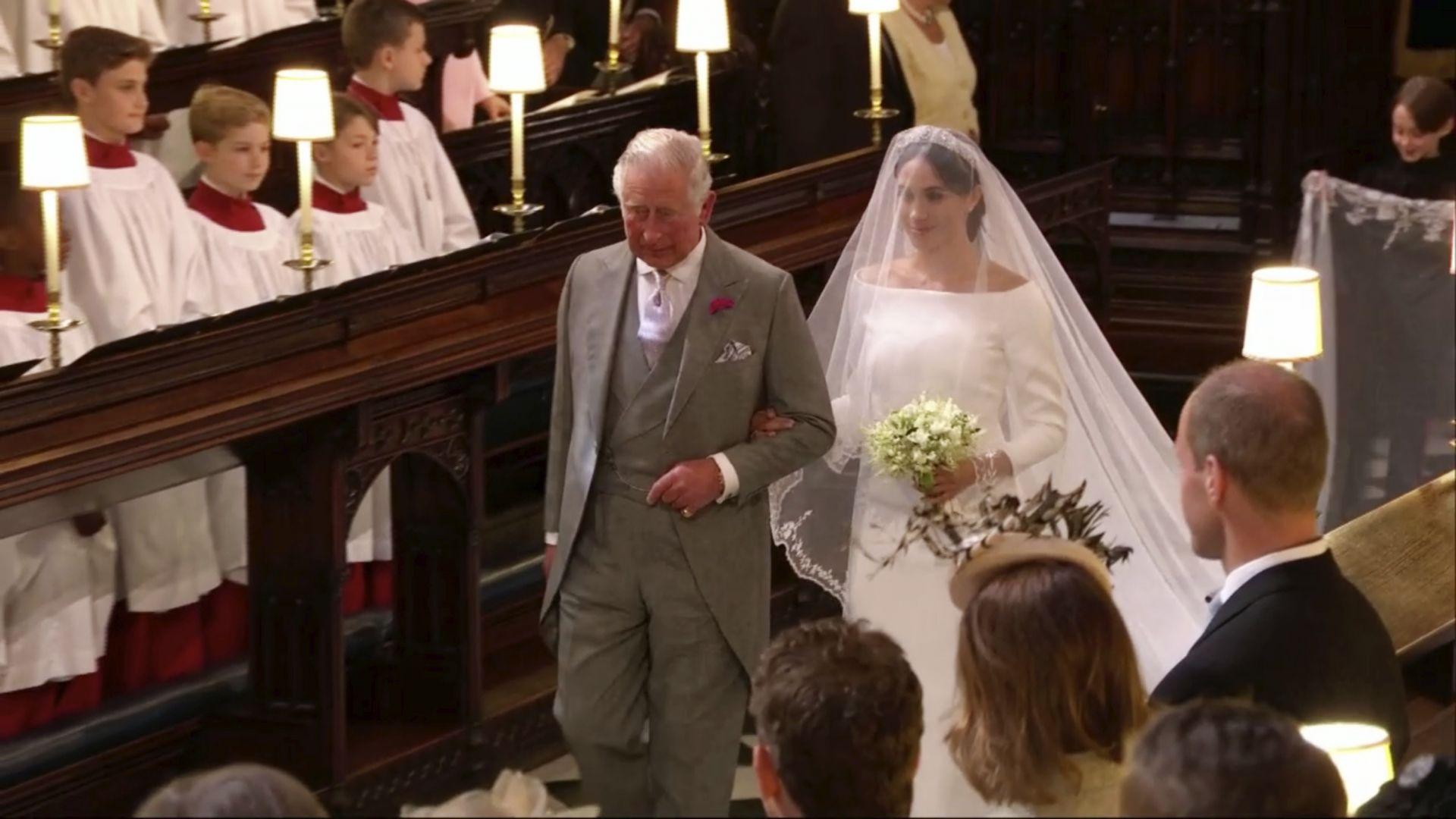 Принц Чарлз заведе Меган Маркъл до олтара