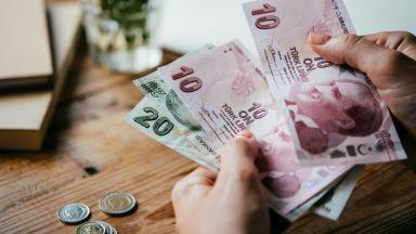 Турската лира поевтиня с 15% спрямо долара от януари 2018 г. досега