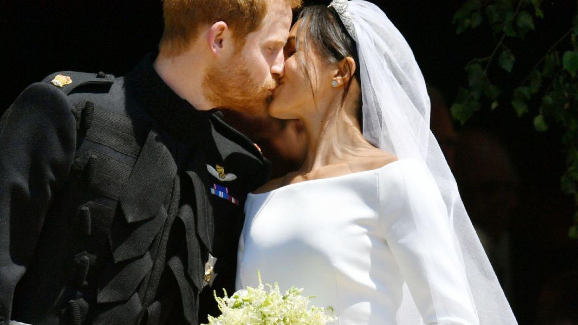 Принц Хари и Меган Маркъл се ожениха! Вижте първата целувка (снимки)