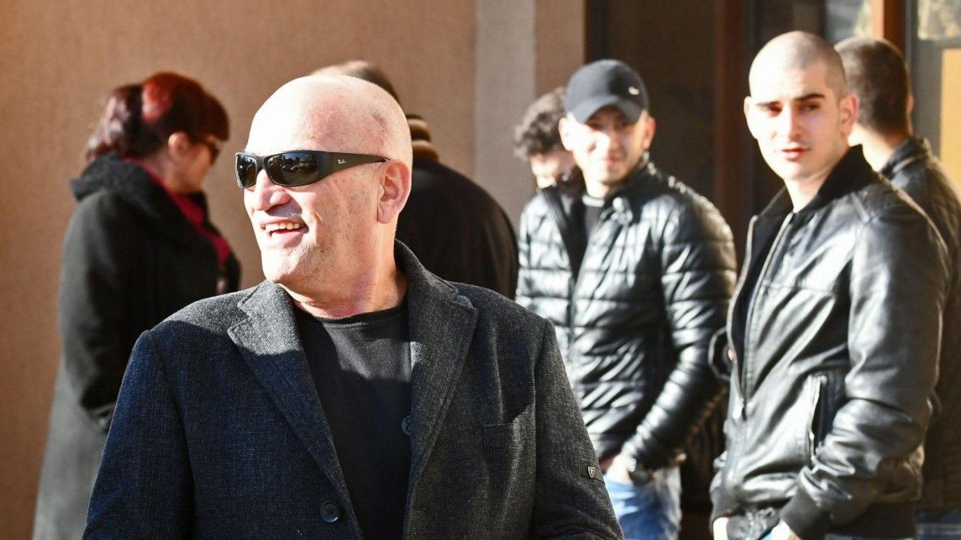 Съдът запорира апартамент, 4 коли и други имоти на Ценко Чоков за 3,2 млн. лв.