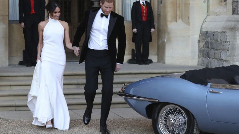 Втората сватбена рокля на Меган удиви всички на приема (снимки)