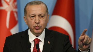 Партията на Ердоган с нов репресивен закон, ще действа след отмяна на извънредното положение