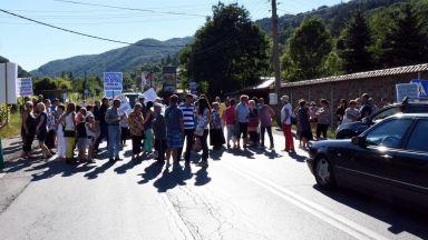 Недоволни жители на Владая блокираха международния път Е-79