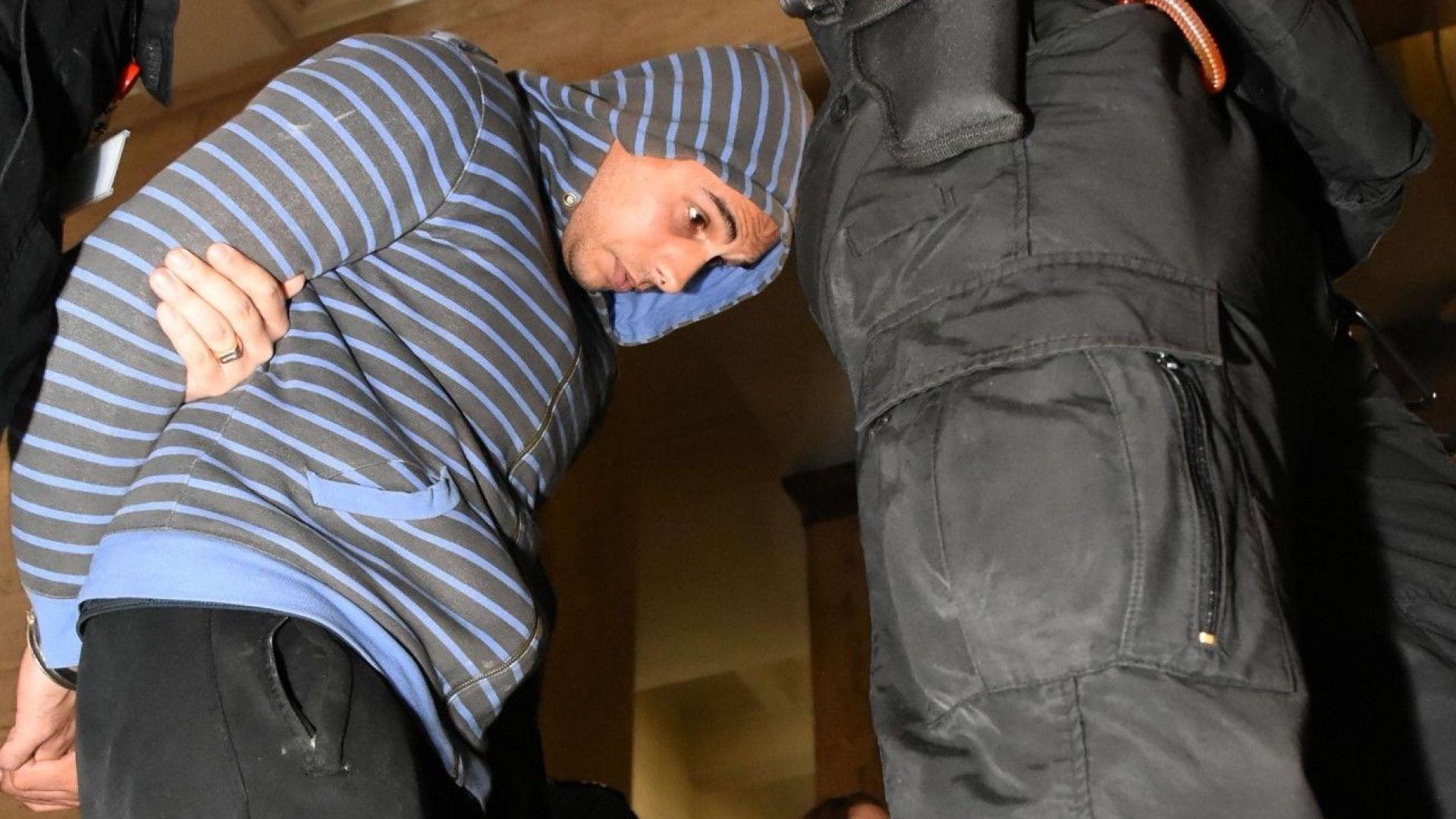 Оставиха в ареста мъжа, блудствал с деца в училище