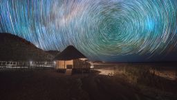 Вълшебните звездни пътеки над пустинята Намиб на Даниел Кордан