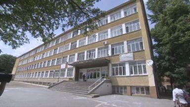 Затягат мерките за сигурност в училището, където мъж нападна деца