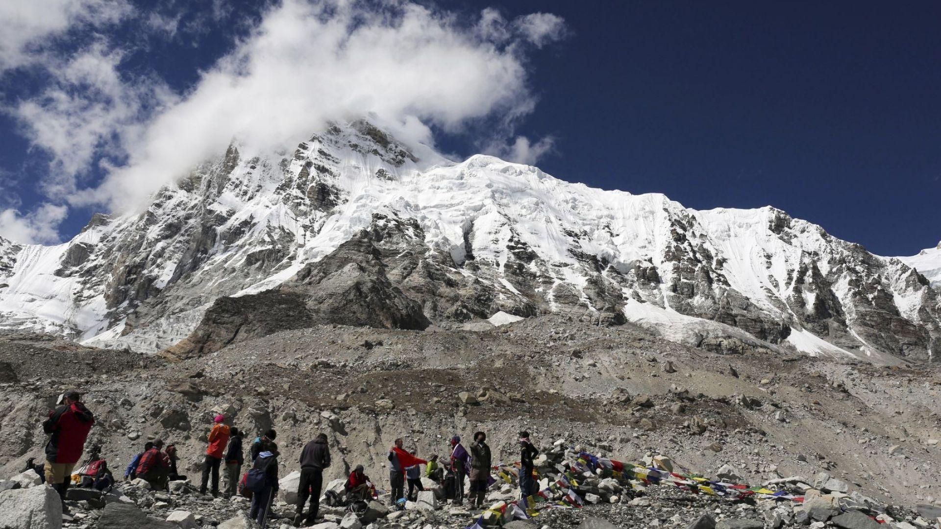 Японски алпинист загина при осми опит да покори Еверест