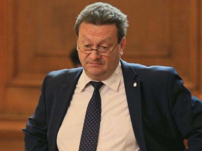 """ГЕРБ даде Ерменков на прокурор, иска и оставка заради """"отровната"""" вода"""