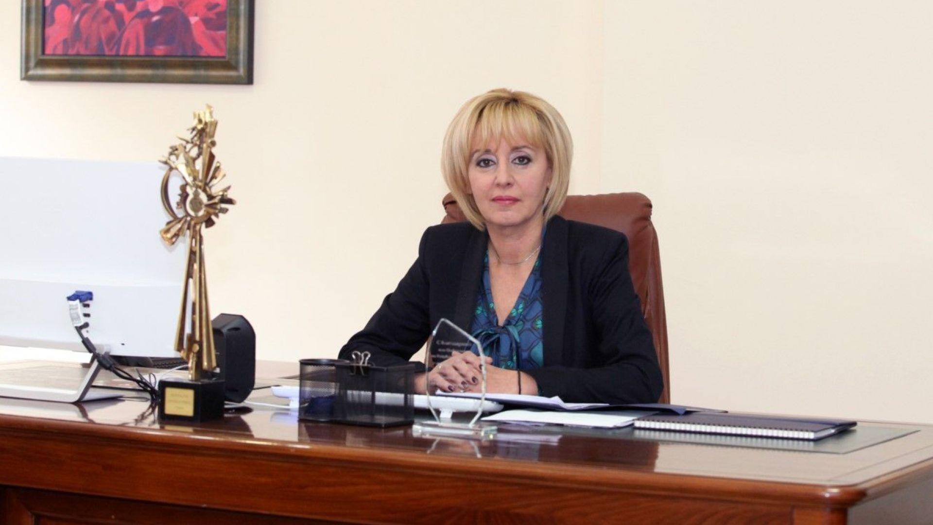 Мая Манолова даде цените на парното и тока на прокурор