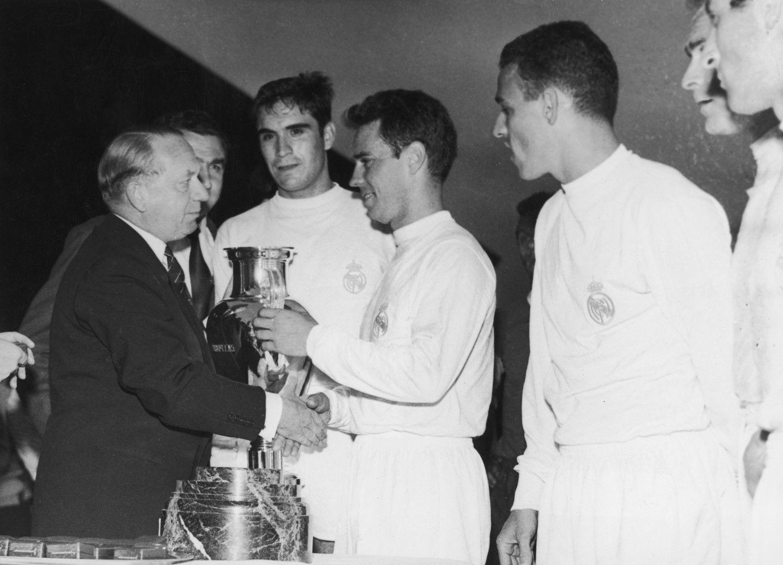 """1. """"Реал"""" - 22 трофея. Грандиозно постижение, а най-блестящото в него е, че 13 от купите са в турнира на шампионите! От първия сезон на тази надпревара, това е купата на """"Реал""""..."""