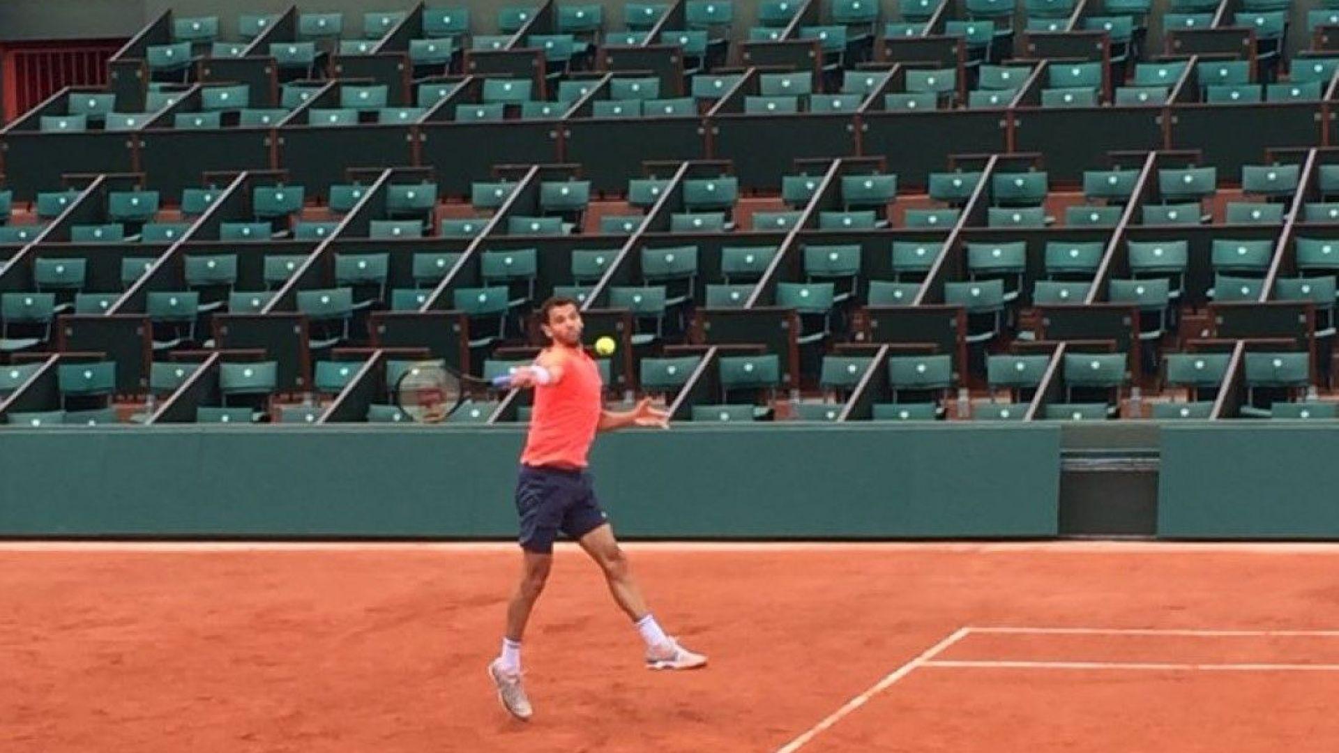 Григор тренира на централния корт в Париж