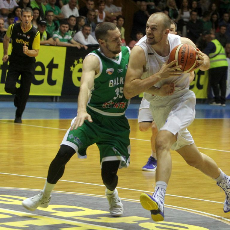 "Силен ""Левски Лукойл"" спечели в Ботевград и е на успех от титлата"
