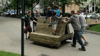12 пейки с формата на букви от кирилицата поставят в София
