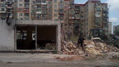 "Бутат жилища и 20 магазина в ""Столипиново"""