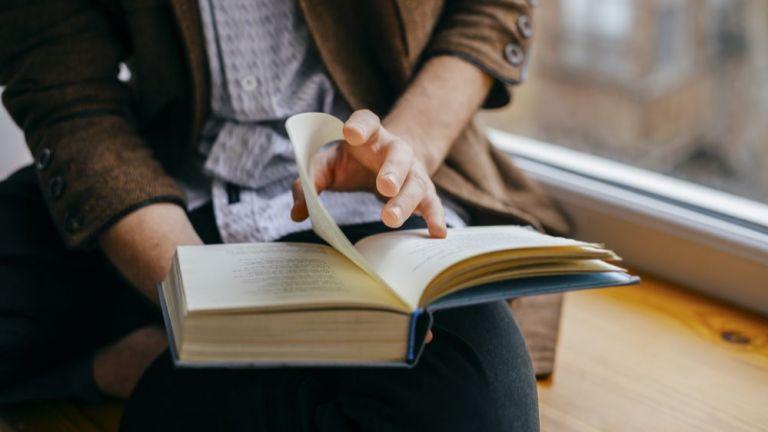Алфа Рисърч: Българинът чете повече, ходи и на театър