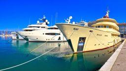 Компания предлага златна професия на борда на луксозни яхти