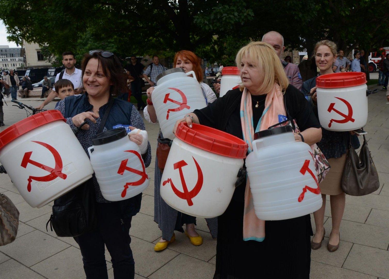 Мария Капон също беше сред протестиращите среущ проекта