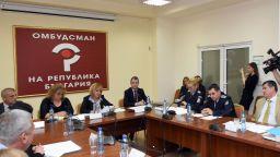 Манолова застана зад българи, съдени в Гърция за трафик на хора