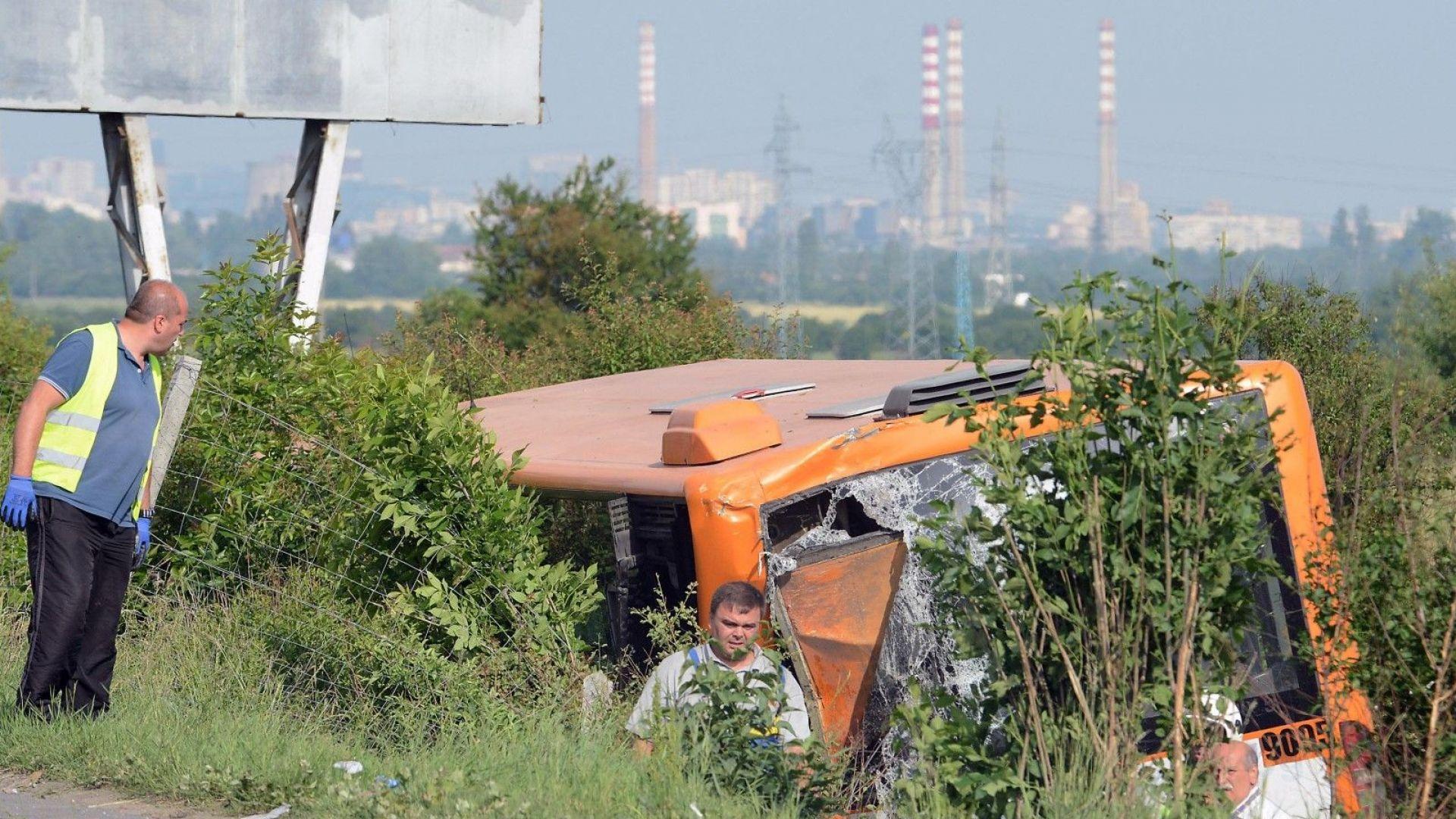 """Обърнатия автобус на """"Тракия"""""""