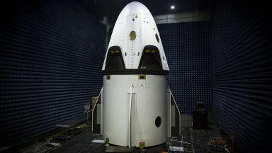 SpaceX показа пилотираната си капсула