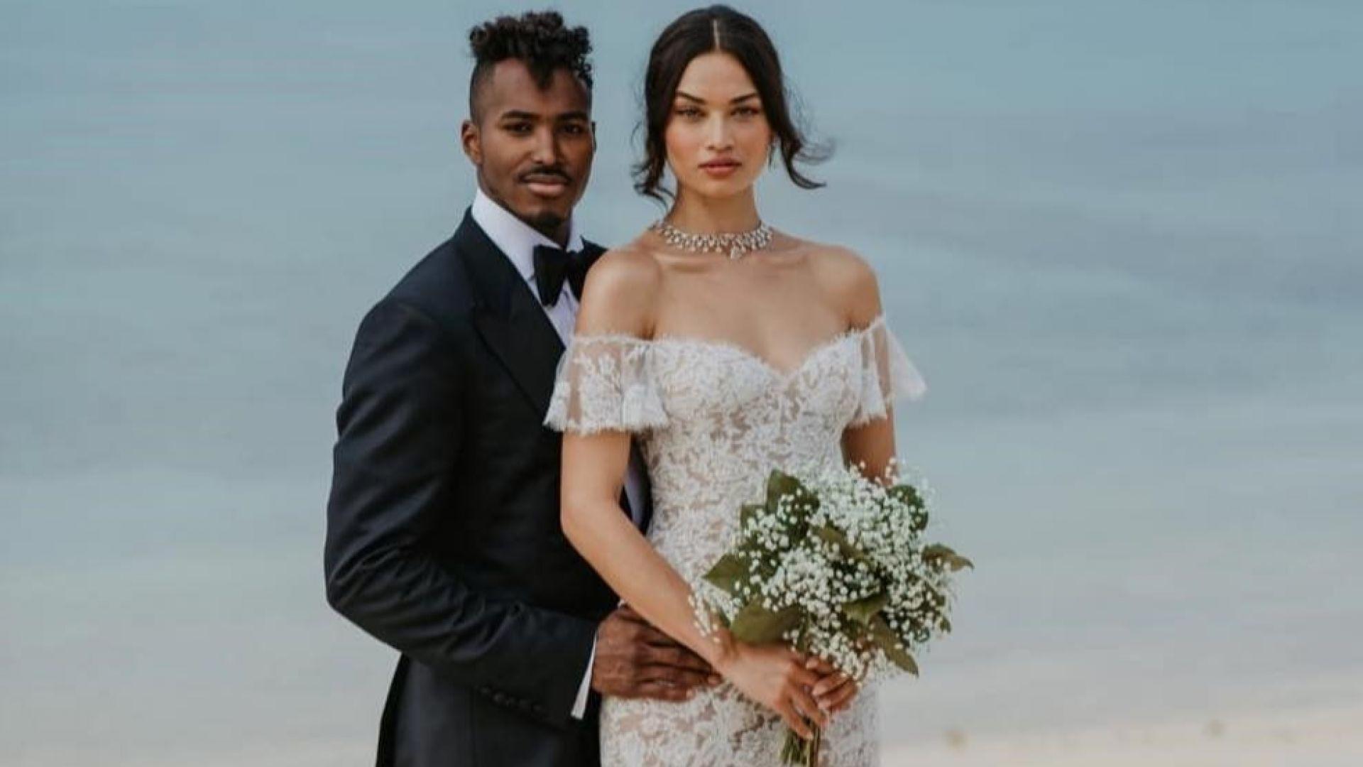 Сексапилният модел Шанина Шейк се омъжи в прозрачна рокля на Бахамите