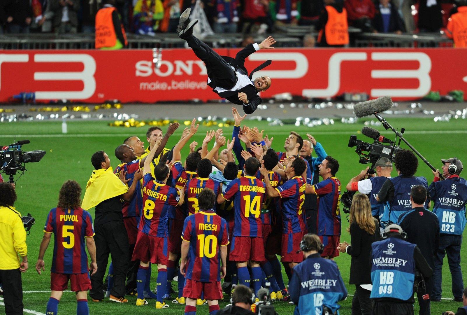 """Феновете на """"Барселона"""" вдигат на ръце Пеп Гуардиола"""