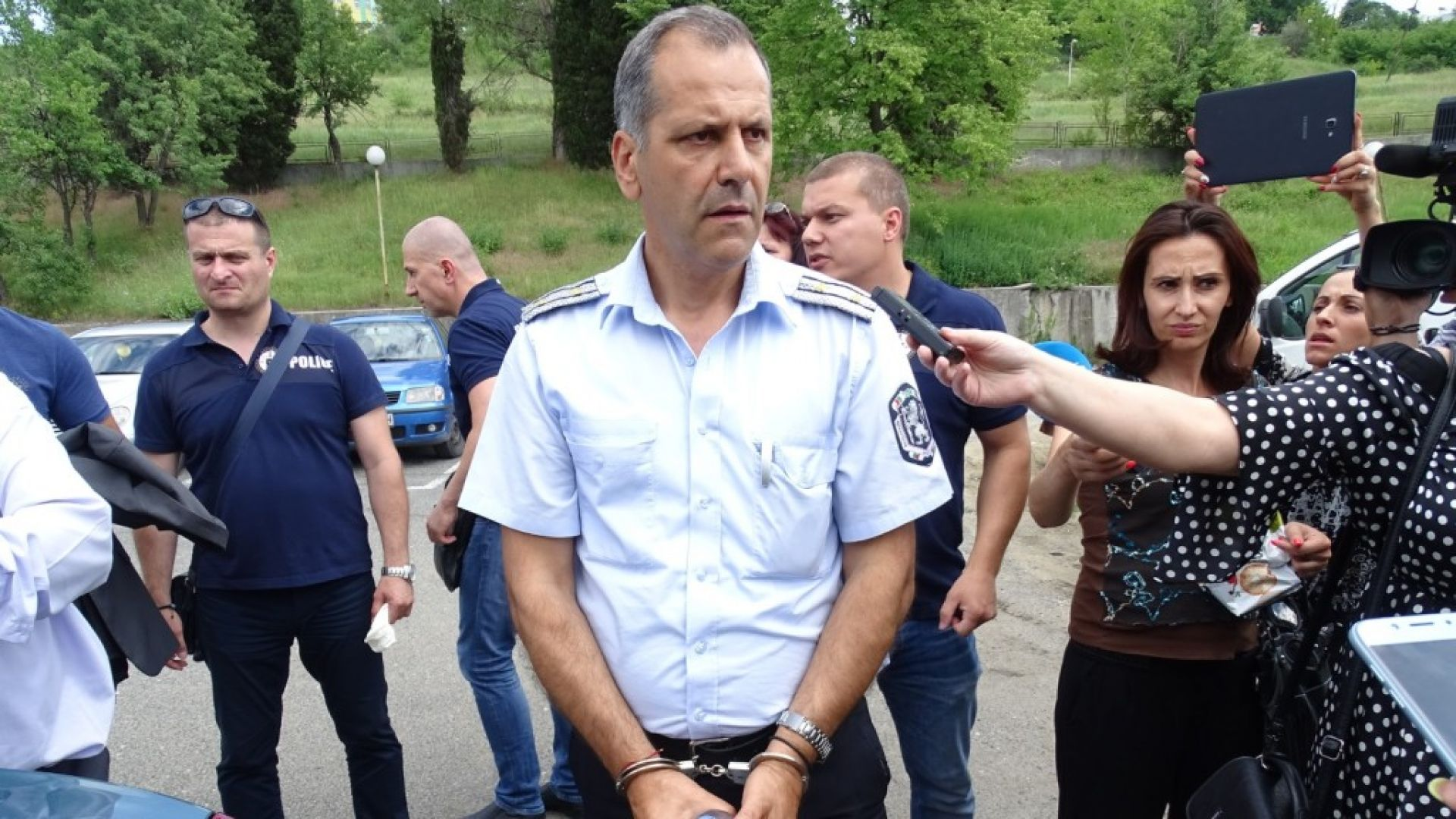 Нова версия за откритите пари и пистолет в касата на шефа на КАТ-Благоевград