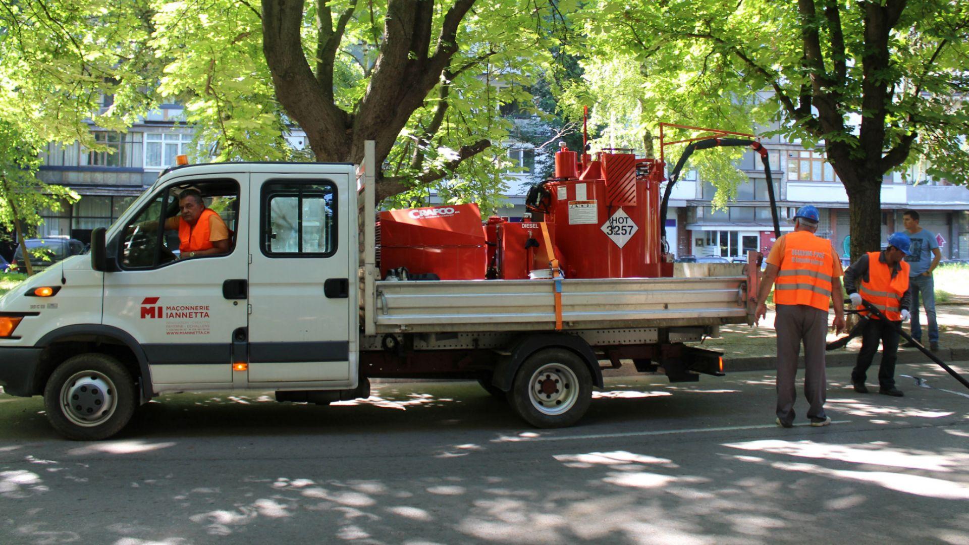 С нова машина запечатват фуги по улиците в Русе