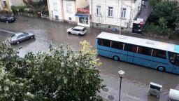 Проливен дъжд и градушка като лешник удариха Ловеч