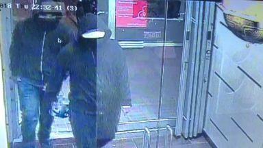 Двама взривиха бомба в канадски ресторант, 15 души са ранени
