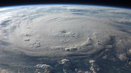 Откриха антиматерия във вътрешността на ураганите