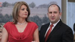 Десислава Радева неотразима в червено на приема на президента